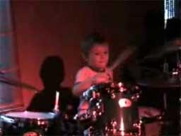 Igor Falecki, 4-letni perkusista