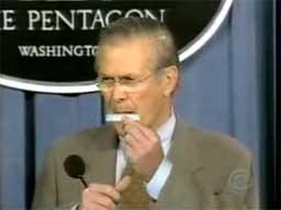 Donald Rumsfeld skręca blanty