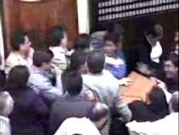 Bijatyka w boliwijskim parlamencie