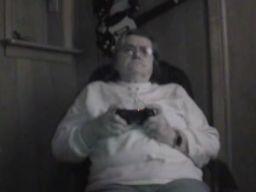 80 letnia staruszka gra na PlayStation 3