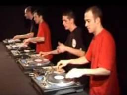 Zespół czterech DJów