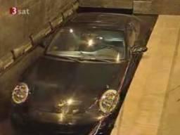 Porsche zniszczone w imię sztuki