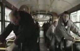 Bobsleiści w tramwaju