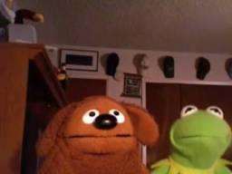Kermit i Rowlf oglądają 2 girls 1 cup