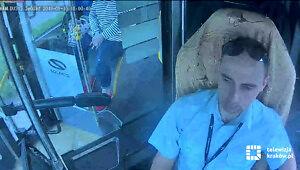 Kierowca autobusu uratował życie pieszych na pasach