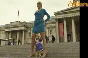 Najdłuższe nogi kontra najmniejszy człowiek świata