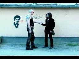Krótki kurs savoir-vivre`u dla skinheadów