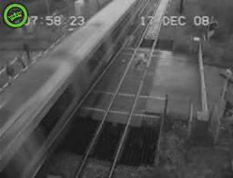 Farciarz  na przejeździe kolejowym