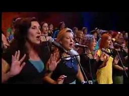 Niesamowity chór odtwarza burzę za pomocą swoich rąk