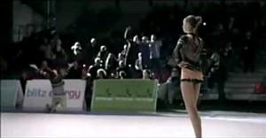 Gimnastyczka kontra kibice