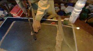 Kropla jadu kobry zmieszana z krwią