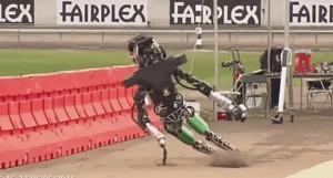 Idę czy nie idę - kompilacja upadających robotów startujących w konkursie DARPA