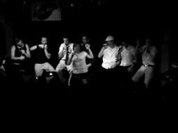 Polska beatboxowa kapela śpiewa hit Crazy