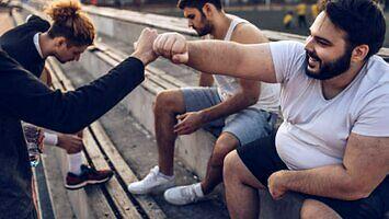 Piękne męskie ciała w reklamie Subaru