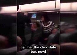 Kobieta robi awanturę w samolocie, bo zachciało jej się czekolady