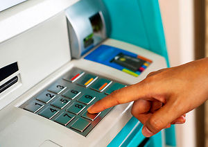 Bankomat przerobiony tak, by kopiować karty klientów