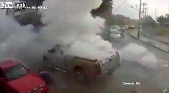 Eksplozja fajerwerków na pick-upie