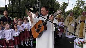 Abp Grzegorz Ryś uczy dzieci... jak pokazywać słonia