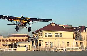 Mały samolot wylądował dzisiaj o świcie na molo w Sopocie