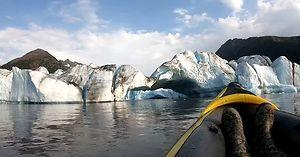 Popłynęli oglądać topiący się lodowiec na Alasce