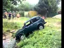 Jak nie wyciągać samochodu z bagna?