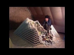 Największa piramida z domino... prawie