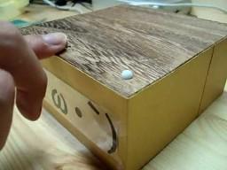 Samozamykające się pudełko z niespodzianką
