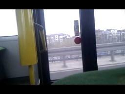 Wyprzedzają autobus po pijaku!