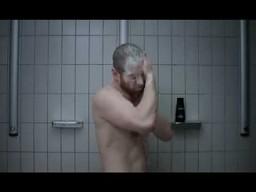 Bojownik pod prysznicem