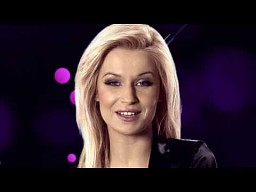 Magda profesjonalnie włada mikrofonem