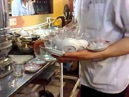 Zdolny pracownik herbaciarni