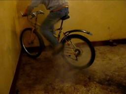 Palenie gumy rowerem