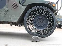 Humvee i nietypowa opona