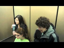Psikus w windzie