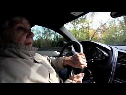 75-letnia staruszka za kierownicą audi R8