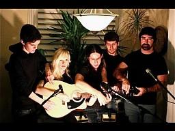 Pięć osób jedna gitara