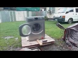 Jak efektownie zniszczyć pralkę?