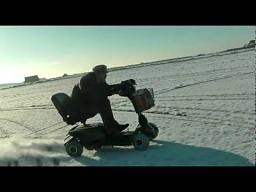 112 km/h na skuterze inwalidzkim w śniegu
