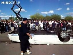 Baunsujący samochód