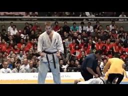 Efektowny nokaut - kyokushin karate