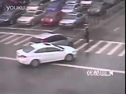 Niezniszczalny chiński policjant