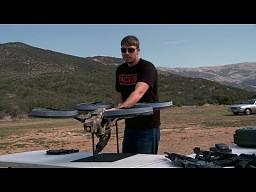 Prototypowy Quadrotor z karabinem maszynowym