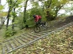 Na przednim kole ze schodów!