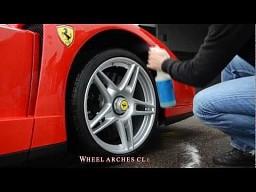 Dokładne mycie Ferrari Enzo