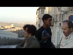 Palestyńczyk sprzedaje wodę
