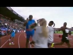 Usain Bolt i kobieta z kwiatami
