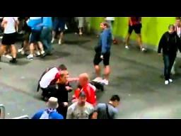 Stewardzi zaatakowani przez rosyjskich kibiców