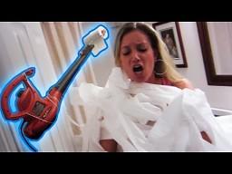 Kobieta kontra papier toaletowy
