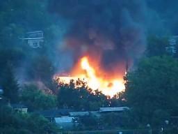 Wybuch butli w pożarze ogródka
