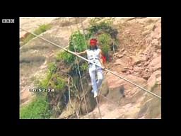 Chiński linoskoczek spada z 200 metrów